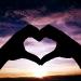 2-maini-in-forma-de-inima